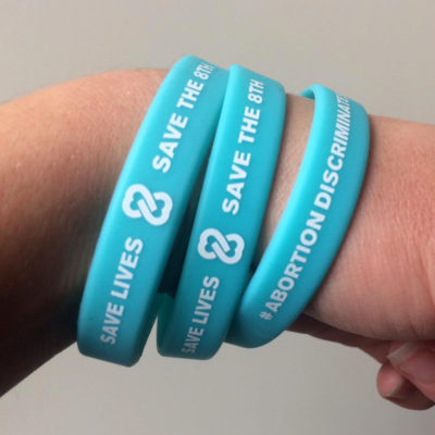 bands-on-hand